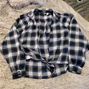Blue, black & white checkered flannel BDG top